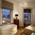 Rooms and apartments in Vilnius Old Town - Florens Boutique, Double superior room with jacuzzi bathtub