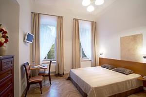 Double Superior room with massage bathtub in private bathroom - Florens Boutique Vilnius
